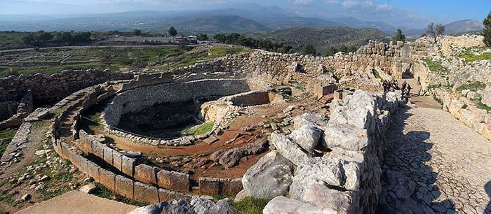 Ruines de l'antique ville de Mycènes dans le Péloponnèse (Tombe des Rois)