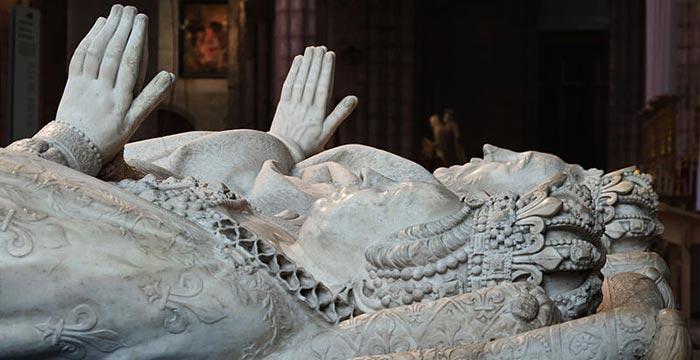 Gisants de Catherine de Médicis et de son mari Henri II à la basilique Saint-Denis