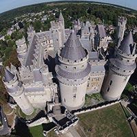 Vue aérienne du château de Pierrefonds (auteur: ToucanWings)
