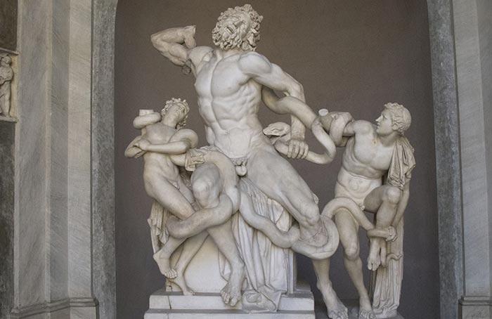 Laocoon et ses deux fils luttant contre les serpents envoyés par Poséidon