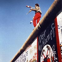 Jongleur sur le Mur de Berlin, le 16 novembre 1989