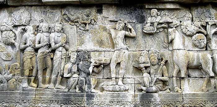 Siddharta se rasant la tête bas-relief de Borobudur