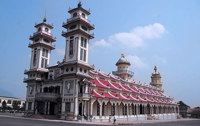 Grand temple du caodaisme