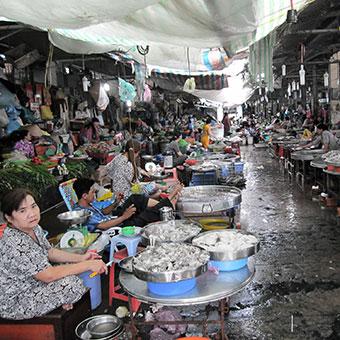 marché typique vietnamien à Vinh Long