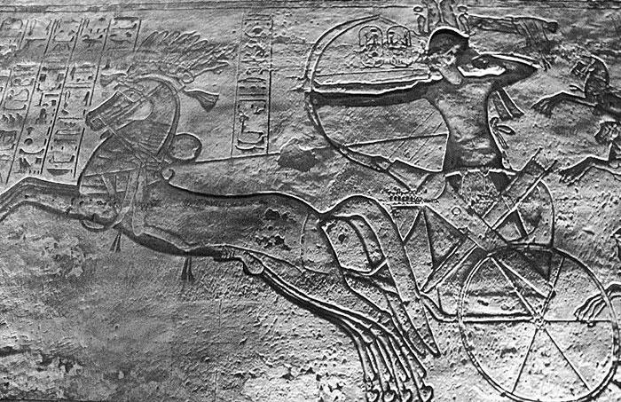 Ramses II sur son char, à la tête de son armée