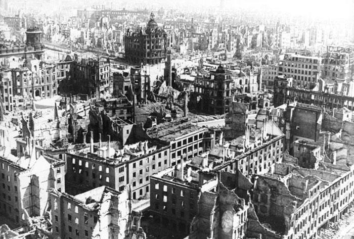 Ville de Dresde après bombardement