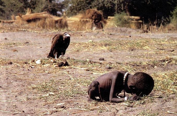 Le cliché de Kevin Carter montrant l'horreur de la famine au Soudan (Mars 1993)