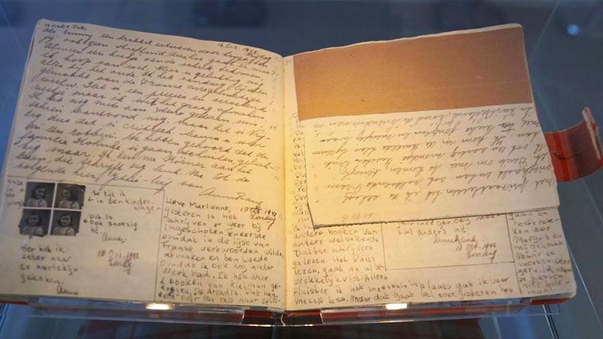 Intérieur du manuscrit original du journal d'Anne Frank